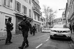 Marche giet Le Climat maart beschermt op Franse straat stock foto's