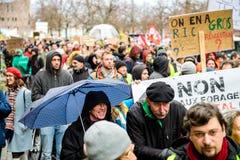 Marche giet Le Climat maart beschermt op Franse straatmensen met stock fotografie