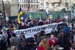 Marche gratuite de Nemtsov de mémoire de colonne de Savchenko d'Ukrainien Photographie stock libre de droits