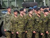Marche militaire dans le défilé Edmonton Alberta de KDays Photographie stock