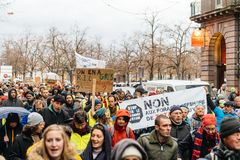 Marche Nalewa Le Climat marszu protesta demonstrację na Francuskim stre zdjęcia stock