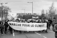 Marche Nalewa Le Climat marszu protesta demonstrację na Francuskim stre fotografia royalty free