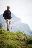Marche nordique belle d'homme aîné Image stock