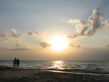 Marche par la mer Photos stock