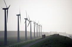 Marche par le Windpark photo libre de droits