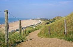 Marche par les dunes image libre de droits