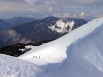 Marche parmi des montagnes Photographie stock