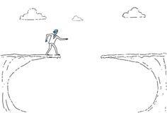 Marche sans visibilité d'homme d'affaires à Cliff Gap Crisis Risk Concept Images stock