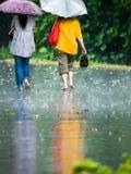 Marche sous la pluie Photo libre de droits