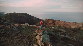 Marche sur des fjords au bord du monde banque de vidéos