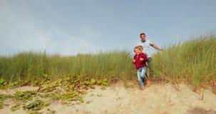 Marche sur la plage clips vidéos