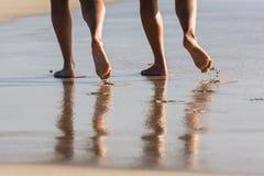 Marche sur la plage Photos libres de droits