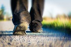 Marche sur la route Photographie stock