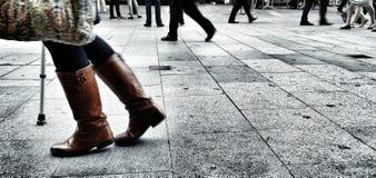 Marche sur la rue Photographie stock