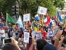 Marche sur la rue Photos libres de droits
