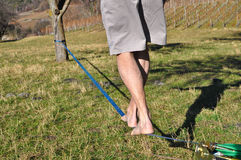 Marche sur un Slackline Photo stock