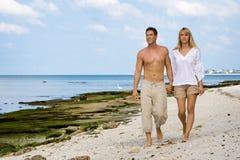 Marche sur une plage Photographie stock