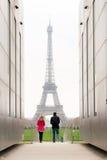 Marche vers l'excursion Eiffel Images libres de droits