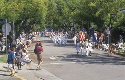 Marchers in 4 de Parade van Juli, Vreedzame Palissaden, Californië Stock Foto