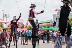 Marcheurs d'échasse de steampunk de Dragon Knights Photographie stock libre de droits