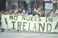 Marcheurs d'énergie antinucléaire Images libres de droits