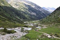 Marcheurs en vallée de Tyroler Ziller, Autriche Photographie stock libre de droits