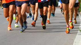 Marcheurs pendant la compétition sportive sur la route Photographie stock