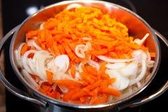 Marchewki cebule dla Holenderskiego hutspot gulaszu Zdjęcie Royalty Free