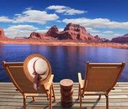 Marchez au bateau de touristes sur le lac Powell Photographie stock