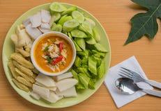 Marchez en crabe le sedfood thaïlandais d'oeufs de cari avec le légume, il est chanthaburi local Thaïlande de nourriture Photographie stock libre de droits