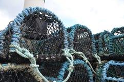 Marchez en crabe les paniers de pêche dans le port de pêche de Kirkwall, capitale des Orcades Ecosse Photos stock