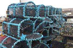 Marchez en crabe les paniers de pêche dans le port de pêche de Kirkwall, capitale des Orcades Ecosse Photo stock