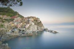Marchez la ville de Manarola, dans la région de Cinque Terre de la Ligurie, l'Italie Image stock