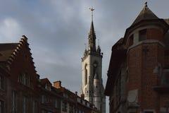 Marchez par les belles rues de la ville antique Photographie stock