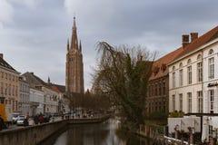 Marchez par les vieilles belles rues de la ville antique Photographie stock libre de droits