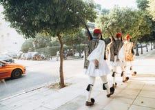 Marcia di Greece della guardia presidenziale di onore della guardia di divisione immagini stock