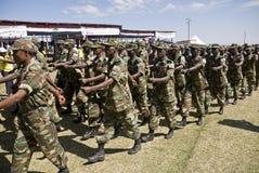 Marcia etiopica dei soldati dell'esercito fotografia stock