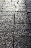 Marciapiede di pietra nella prospettiva, fondo Immagini Stock Libere da Diritti