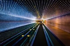 Marciapiede mobile sotterraneo al National Gallery di arte, in Wa fotografia stock libera da diritti