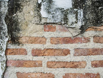 Marciapiede rosso della strada di struttura e dei blocchetti del muro di mattoni del fondo di lerciume Fotografie Stock Libere da Diritti