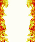 Marco ardiente de la llama del fuego en el fondo blanco Fotografía de archivo