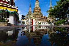 Marco bonito mesmo de Banguecoque, Tailândia - Wat Pho durante o tempo do dia imagem de stock
