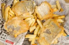 Marco completo de los pescado frito con patatas fritas Imagenes de archivo