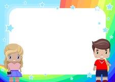 marco con la muchacha y muchacho, arco iris, cielo y estrellas en estilo de la historieta stock de ilustración