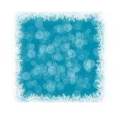 Marco congelado con los copos de nieve y Bokeh en azul Fotografía de archivo