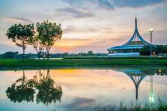 Marco crepuscular do pavilhão do parque público de Suan Luang Rama IX, Banguecoque Imagem de Stock Royalty Free