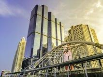 Marco de Banguecoque - construções e caminhada do céu em Chong Nonsi BTS imagem de stock royalty free