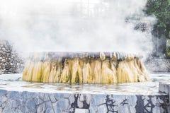Marco de Hot Springs do geyser no parque público de Raksawarin em Ranong, Imagem de Stock