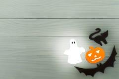 Marco de la esquina inferior derecha de las siluetas del papel de Halloween Fotos de archivo libres de regalías
