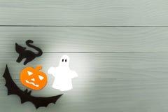 Marco de la esquina de parte inferior izquierda de las siluetas del papel de Halloween Imágenes de archivo libres de regalías